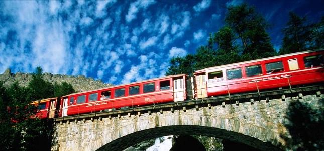 TRENO ROSSO DEL BERNINA  Esplora le Alpi Svizzere dai finestrini del mitico treno rosso. Panorami mozzafiato, visita St. Moritz e tempo libero per lo shopping.  Partenze da San Pellegrino Terme, Bergamo e Milano.   DOMENICA 12 OTTOBRE 2014  PARTENZA CONFERMATA!   a soli 69 €  SCOPRI I DETTAGLI!